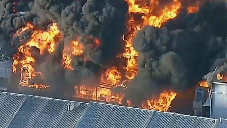 حريق مهول بمصنع لتخزين النفايات الخطيرة في مدينة مبلورن الأسترالية