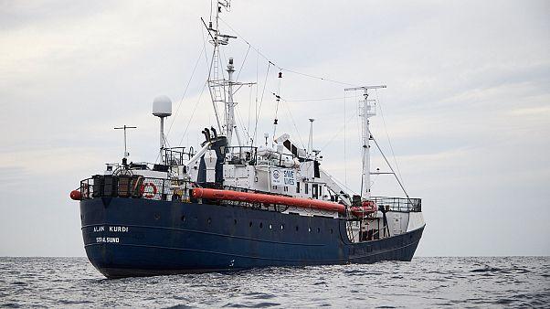 کشتی امداد ۶۴ پناهجوی نجاتیافته در مدیترانه سرگردان شد