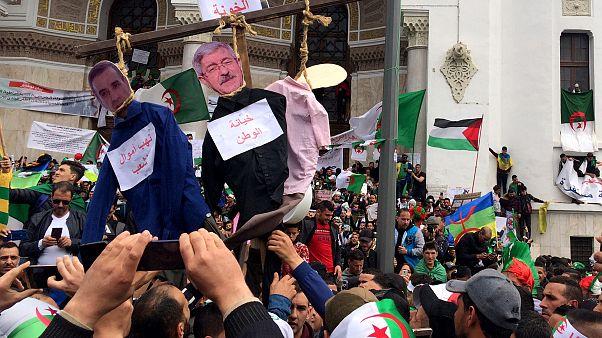 محتجون في العاصمة الجزائر يوم الجمعة