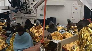İtalya ve Malta  limanlarını kapattı: Kurtarılan 64 göçmen denizde kaldı