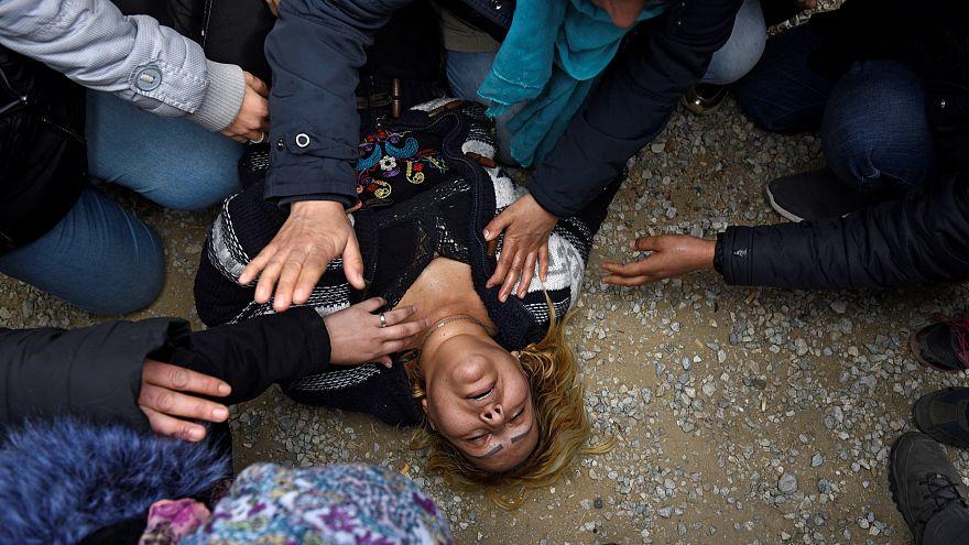 Kuzey Makedonya sınırına dayanan göçmenlere Yunan polisinden müdahale