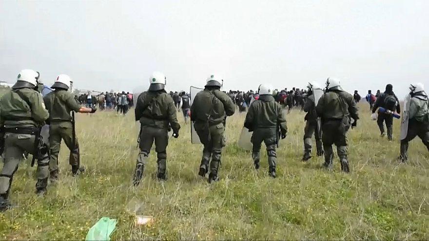 Zusammenstöße zwischen Migranten und Polizei