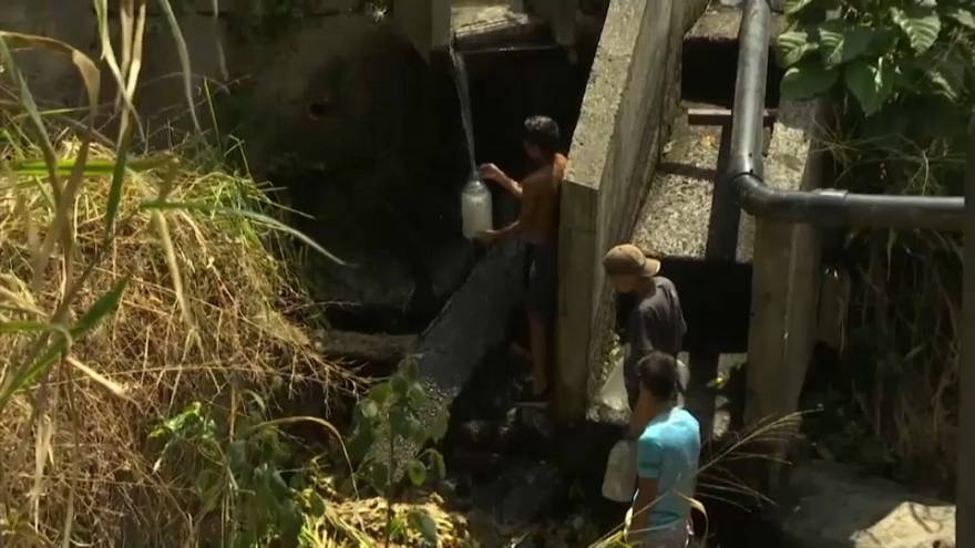 Caracas residents desperate to find drinking water