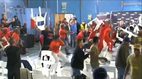 Tömegverekedésbe fulladt egy választási vita Dél-Afrikában