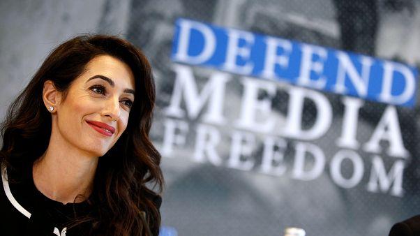المحامية الحقوقية أمل كلوني تقود حملة لحماية الصحفيين