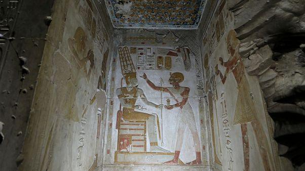 شاهد: اكتشاف مقبرة من العصر البطلمي بحالة جيدة في مصر