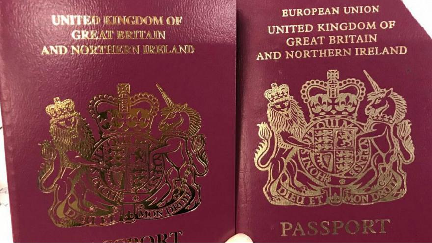 بریتانیا گذرنامههایی بدون عنوان «اتحادیه اروپا» صادر کرد