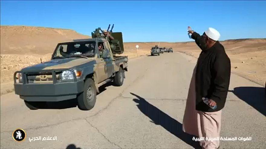 Videón fitogtatja erejét Haftar