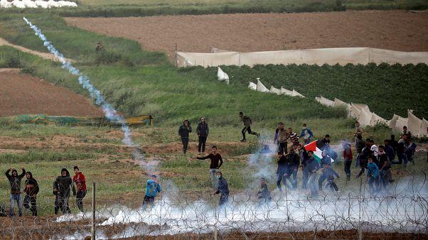 Gazze sınırında protesto: Yaklaşık 100 Filistinli yaralandı