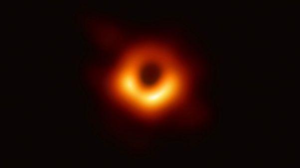 Uzay biliminde beklenen an geldi: İlk kez bir kara delik fotoğrafı yayınlandı