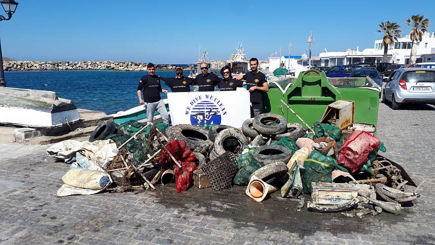 Πάρος: Έβγαλαν 1.500 κιλά σκουπίδια από τη θάλασσα! (vid)
