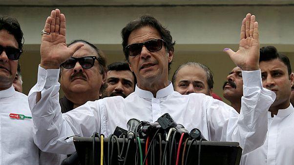 عمران خان: هند «هیستری» جنگ دارد