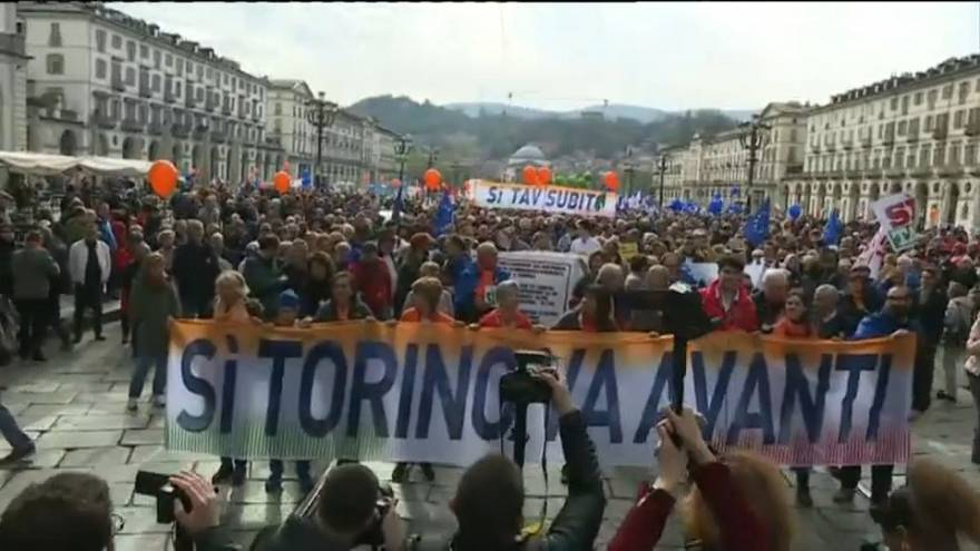 A Torino sindacati e imprenditori in piazza per la TAV