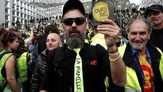 """Coletes Amarelos"" exigem Referendo de Iniciativa Civil"
