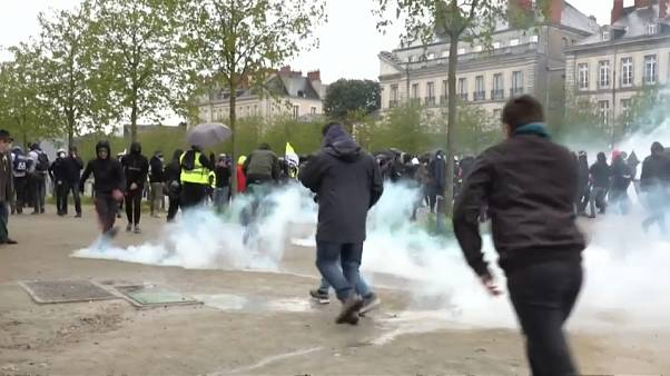 'Yellow vest' protesters clash with riot police in Toulouse