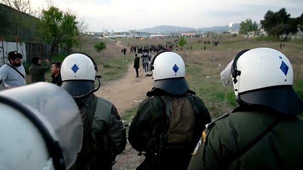 Nouveaux heurts entre policiers et migrants en Grèce