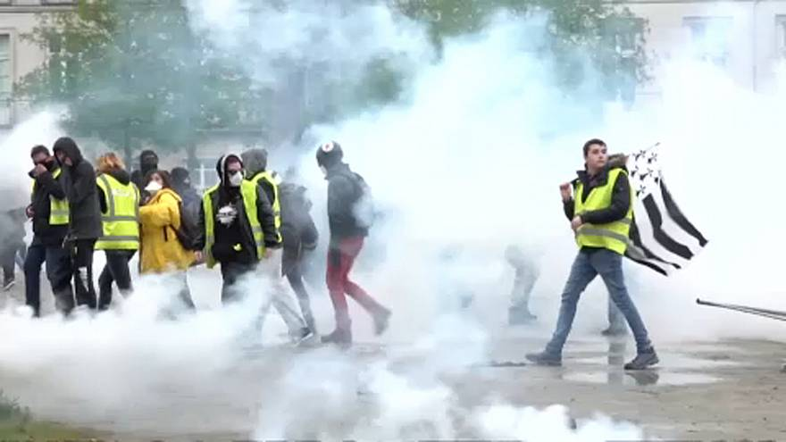 Protesters, police clash in Nantes on 21st round of 'yellow vest' demos