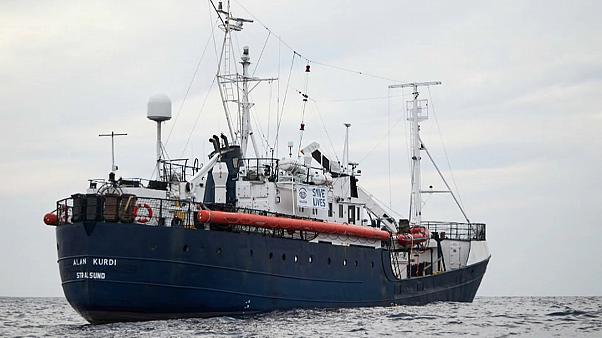 Sbarrati i porti italiani:  la Alan Kurdi va a Malta