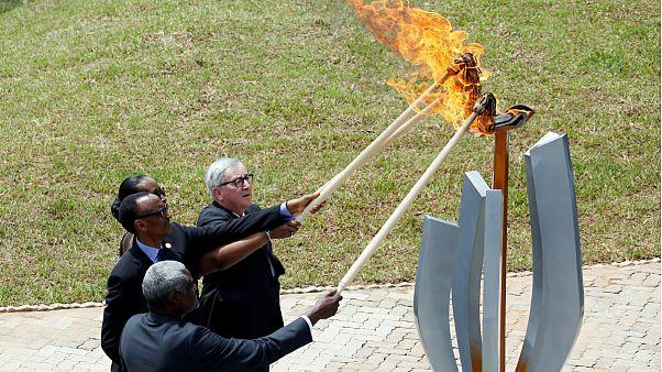 Presidente da Comissão Europeia ajuda a acender a chama da memória