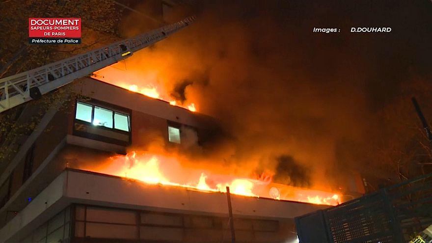 Incendio notturno a Parigi