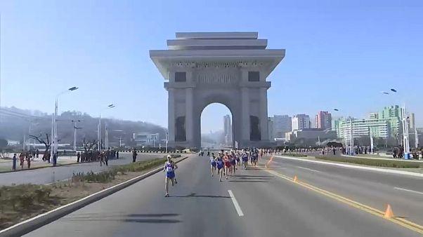 Ezer külföldi vett részt az Észak-Korea fővárosában tartott maratonon