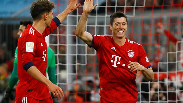 Lewandowski festeggia il gol del 5-0.