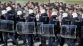 اتریش به کنترلها در مرز با مجارستان و اسلوونی ادامه میدهد