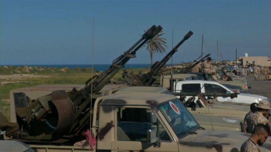 شاهد: تحرك قوات تابعة للحكومة الليبية باتجاه طرابلس للدفاع عن العاصمة