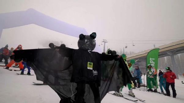 شاهد: عشاق التزلج يشاركون في كرنفال شيريجيش في روسيا