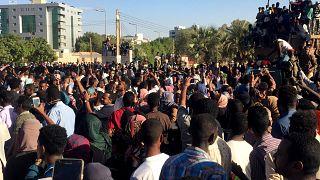 Folytatódtak a szudáni tüntetések