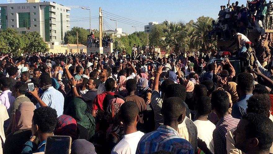 Sudan: Demonstranten wollen Armee für sich gewinnen
