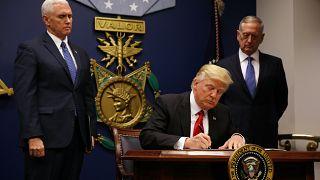قانون ممنوعیت سفر ترامپ؛ هزاران خانواده ناامیدانه از هم جدا افتاده اند