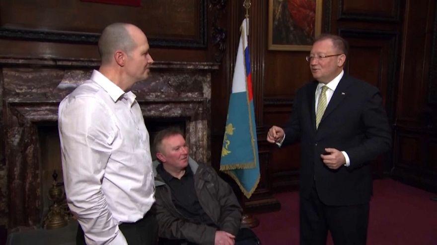 تشارلي رولي ، الناجي من هجوم ساليسبري رفقة السفير الروسي في بريطانيا