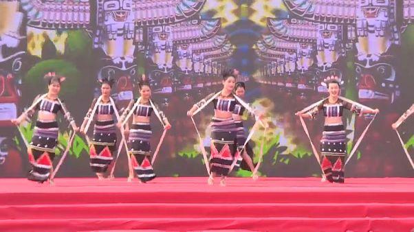 شاهد:  الأقليات العرقية في مقاطعة هاينان الصينية يحتفلون بمهرجان سانيوسان