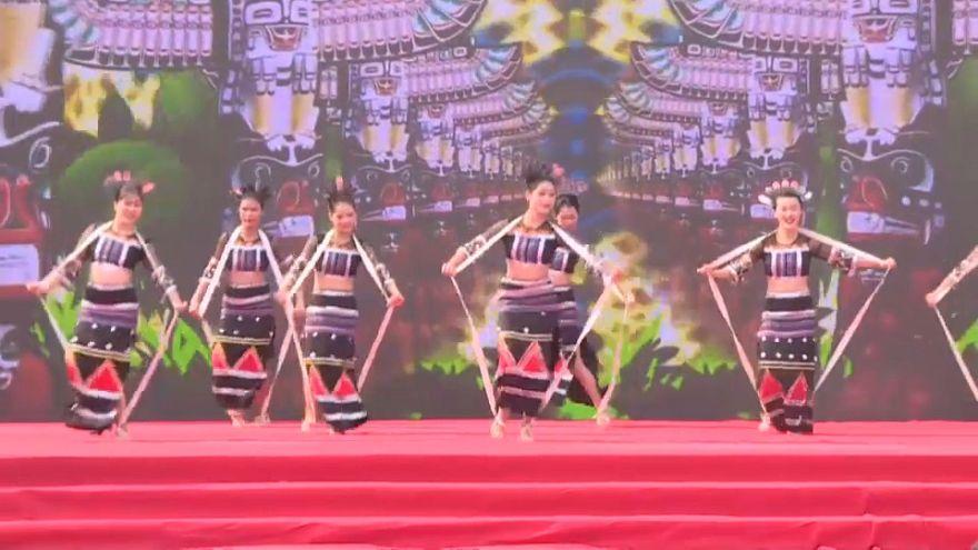 Desfile étnico en el sur de China