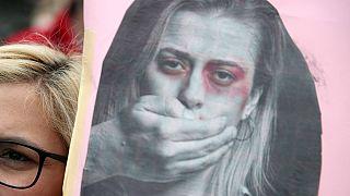 Vítima chegou a ser agredida por comer fruta quando estava grávida