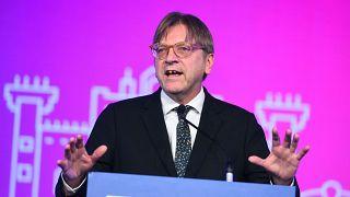 Verhofstadt megint odaszúrt Orbánnak és Salvininek, sőt Berlusconit is bírálta