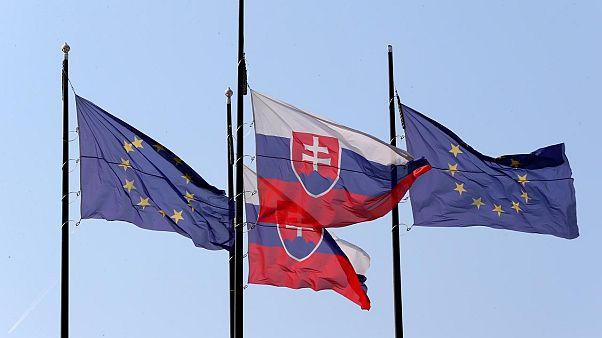 Slovakya ve AB bayrakları