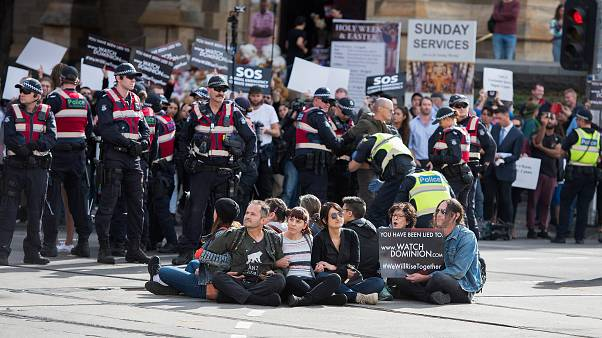 Arrestados tras manifestarse en favor de los derechos de los animales