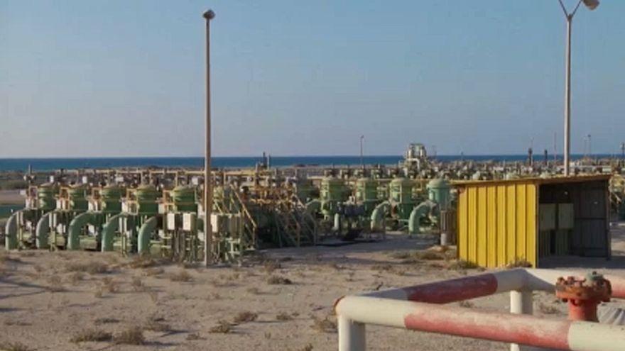 Incerteza na Líbia provoca aumento no preço do petróleo