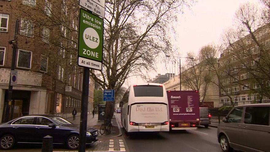 Старикам здесь не место: в центре Лондона ввели новый сбор для старых машин