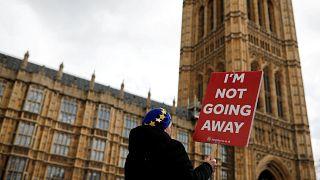 Brexit: Parlamenti ukáz May-nek