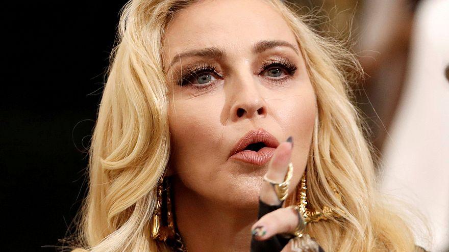 Мадонна выпустила клип на песню Crave из нового альбома: текст и перевод.