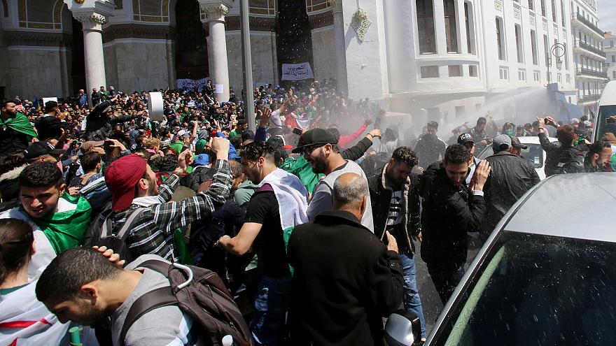 Algeria: nominato il nuovo presidente ad interim tra le proteste in strada