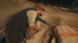 ویدئو؛ کشف مومیایی ۲۵۰۰ ساله در جنوب قاهره