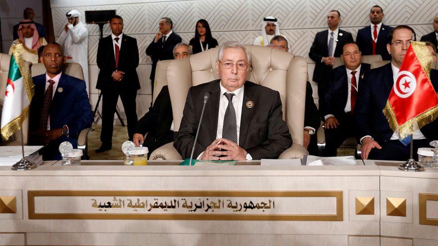 البرلمان الجزائري يعين بن صالح رئيسا مؤقتا والآلاف يتظاهرون احتجاجا على التعيين