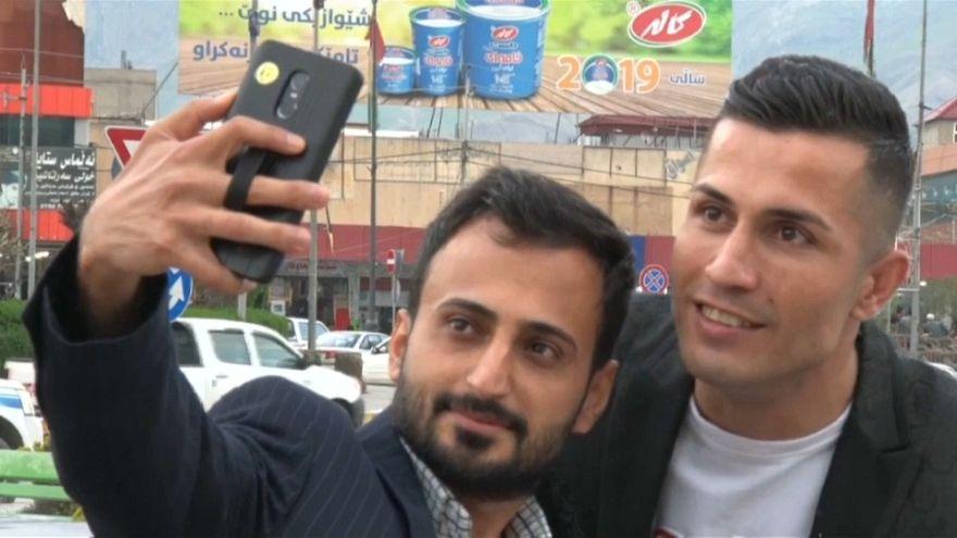 Iraklı inşaat işçisi Ronaldo'ya çevresinden yoğun ilgi