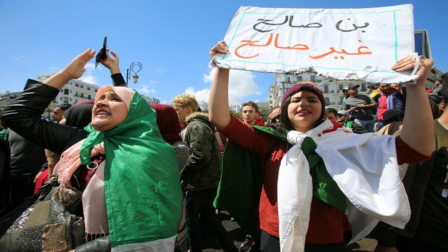 آلاف المحتجين يرفضون تعيين عبد القادر بن صالح رئيسا مؤقتا للجزائر