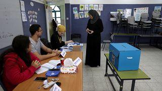 نتنياهو يرسل مراقبين مزودين بكاميرات مخفية إلى مراكز اقتراع بمناطق عربية