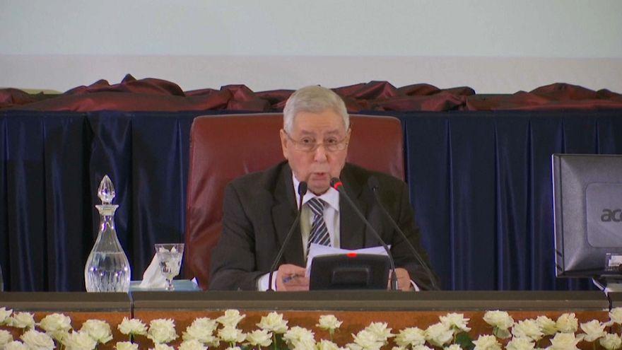 الرئيس الجزائري المؤقت بن صالح يتعهد بإجراء انتخابات وطنية شفافة ونزيهة